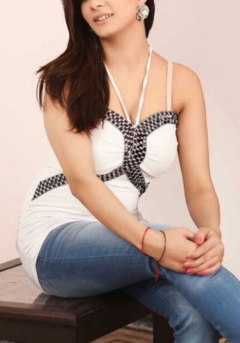 Riya Aggarwal Escorts Near Hotels